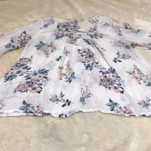 Hollister White Floral Blouse/Swan Sleeves XS